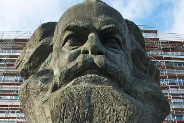 Une sculpture de la tête de Karl Marx... (Photo Jens Meyer, AP)