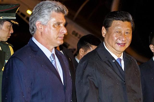 Le président Xi Jinping est accueilli à sa... (PHOTO AFP)