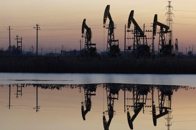 En adoptant une motion qui interdit le transfert de pétrole brut à bord de... (Photo Reuters)