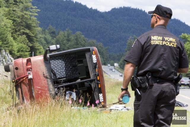L'accident d'un autocar en provenance de Québec et... (PHOTO SIMON GIROUX, LA PRESSE)