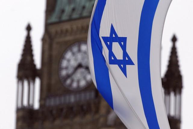 Le drapeau israélien flottait sur la colline parlementaire,... (PHOTO ARCHIVES REUTERS)