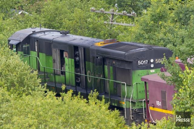 La locomotive noire et verte semble avoir évité... (PHOTO ALAIN ROBERGE, ARCHIVES LA PRESSE)