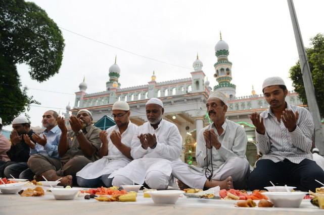 Cet incident pourrait relancer les inquiétudes des musulmans... (PHOTO NOAH SEELAM, ARCHIVES AFP)