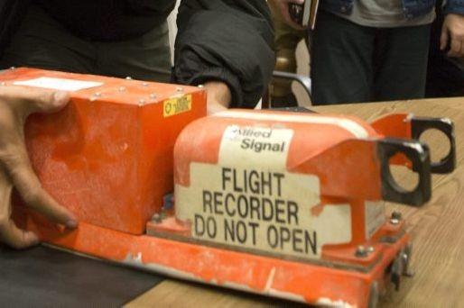 Les boîtes noires, qui sont en fait de... (PHOTO DMITRY LOVETSKY, ASSOCIATED PRESS)