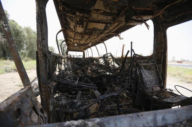 L'attaque a visé un convoi de sécurité escortant... (Photo THAIER AL-SUDANI, REUTERS)