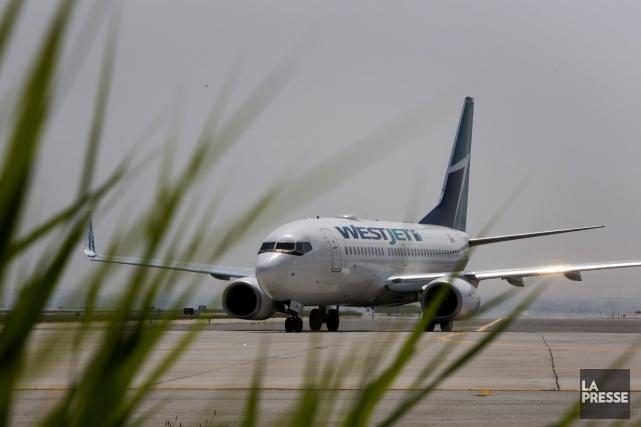 Un avion de la compagnie WestJet qui assurait la liaison entre Hamilton et... (Photo archives Bloomberg)