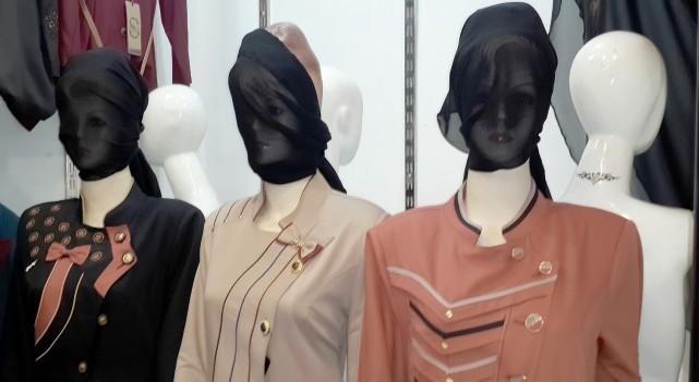 Des mannequins d'une boutique de vêtements de Mossoul... (PHOTO ARCHIVES AP)