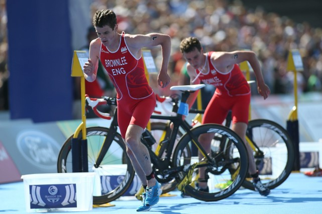 L'Anglais Alistair Brownlee, champion olympique et d'Europe, a remporté jeudi... (Photo Peter Morrison, AP)