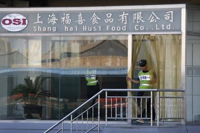 Les autorités ont fermé dimanche une usine de... (PHOTO ALY SONG, REUTERS)