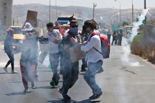Des manifestants palestiniens ont dénoncé l'offensive israélienne sur... (PHOTO NASSER ISHTAYEH, REUTERS)