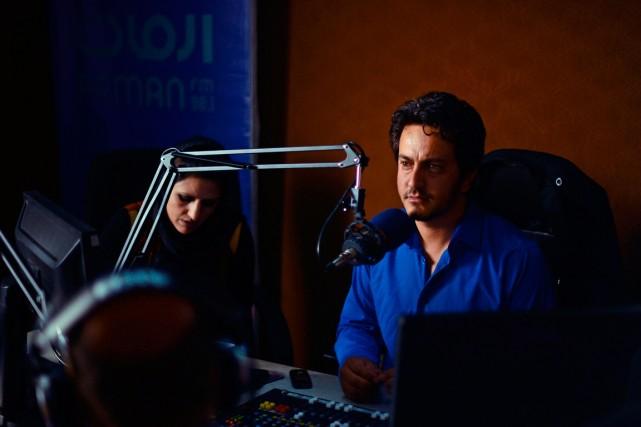 Masood Sanjer, animateur à la radio privée Arman... (PHOTO WAKIL KOHSAR, ARCHIVES AGENCE FRANCE-PRESSE)