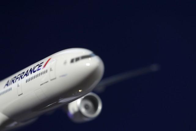 Air France-KLM a dévoilé vendredi des résultats financiers en nette... (PHOTO CHRISTIAN HARTMANN, ARCHIVES REUTERS)