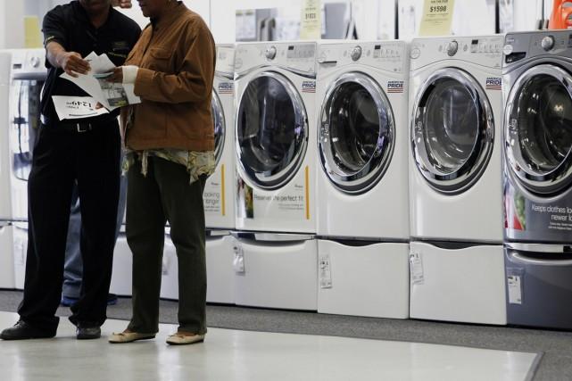 Les nouvelles commandes de machines (+2,4%) ont tiré... (PHOTO ARCHIVES BLOOMBERG)