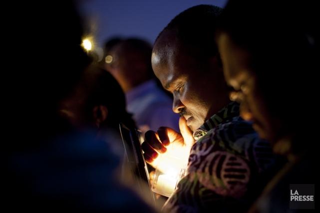 Une veillée à la chandelle a été tenue... (PHOTO SARAH MONGEAU-BIRKETT, LA PRESSE)