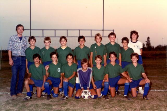 L'équipe de 1983 de Patrick Lagacé, au centre... (PHOTO FOURNIE PAR PATRICK LAGACÉ)