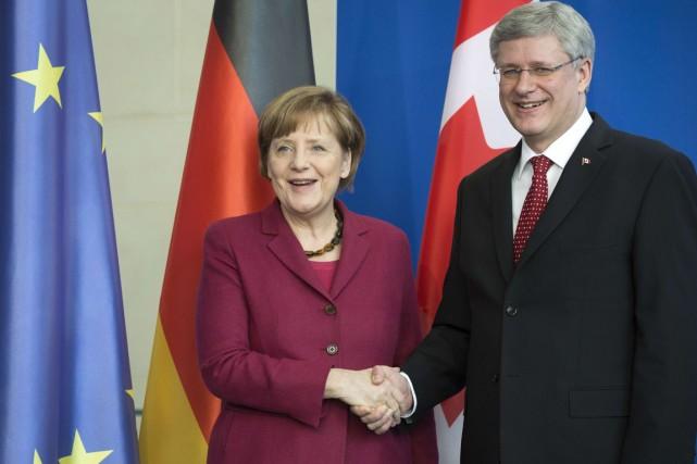 La chancelière allemandeAngela Merkel et le premier ministre... (PHOTO ODD ANDERSEN, AFP)