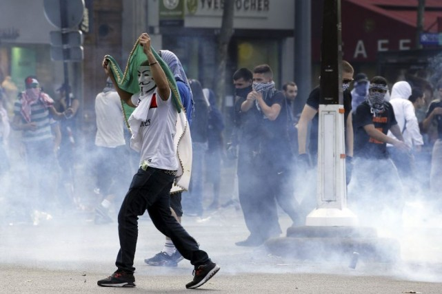 Quelque 5000 personnes se sont rassemblées place de... (PHOTO FRANCOIS GUILLOT, AFP)