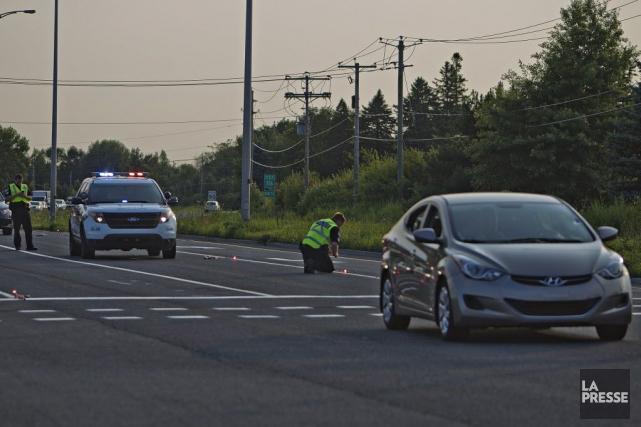Les policiers ont rencontré les plusieurs témoins et... (Photo  Félix O.J. Fournier, La Presse)