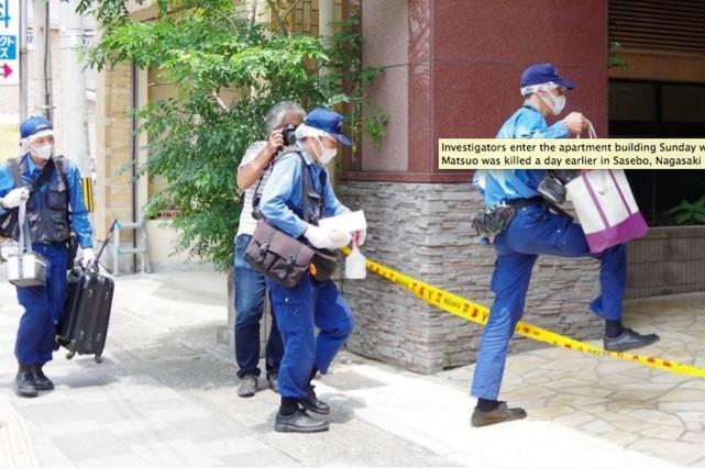 Des enquêteurs se rendent sur les lieux du... (PHOTO TIRÉE DU SITE DU JAPAN TIMES)