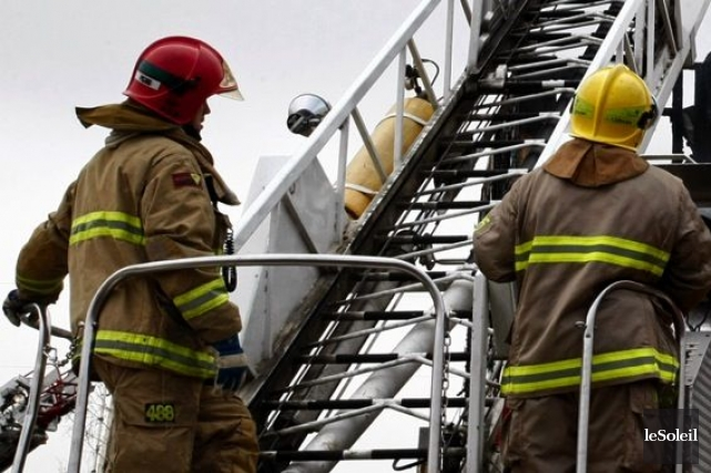 Deux personnes ont été blessées dans un incendie qui a ravagé une maison... (PHOTO ARCHIVES LE SOLEIL)