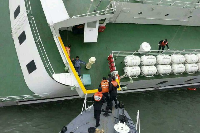 Le traversier s'était immobilisé vers 9h00 du matin,... (Photo South Korea Coast Guard, AFP)