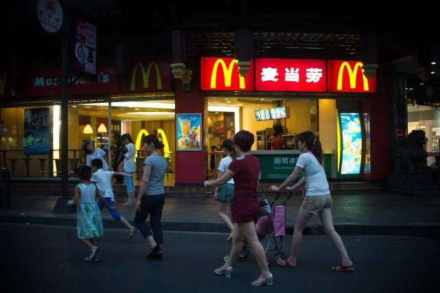 Des McDonald's chinois ont cessé de vendre des hamburgers et ne proposaient... (Photo AFP)
