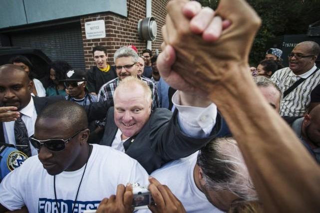 Le maire Ford a serré des mains, pris... (PHOTO MARK BLINCH, REUTERS)