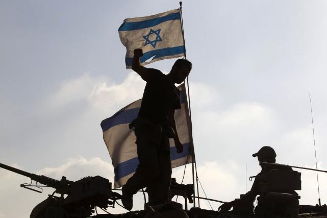 Israël doit être prêt à une «longue campagne» à Gaza, a prévenu lundi soir le... (Photo RONEN ZVULUN, Reuters)