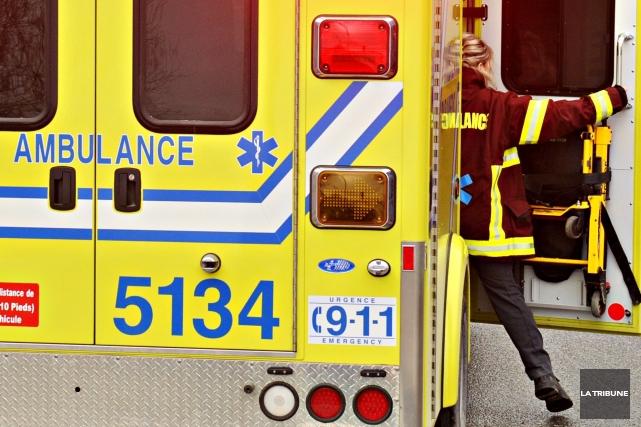 Les ambulanciers d'Urgences-santé sont toujours inquiets de leur manque de... (PHOTO JESSICA GARNEAU, ARCHIVES LA TRIBUNE)