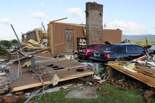 Une maison endommagée auTennessee.... (Photo Michael Patrick, AP)