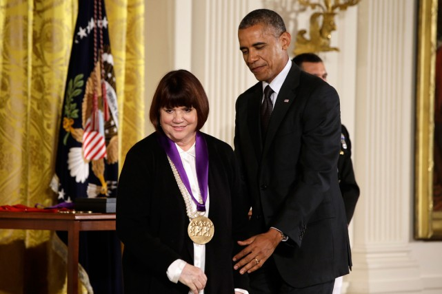 Linda Ronstadt reçue à la Maison-Blanche par le... (Photo Jacquelyn Martin, Associated Press)