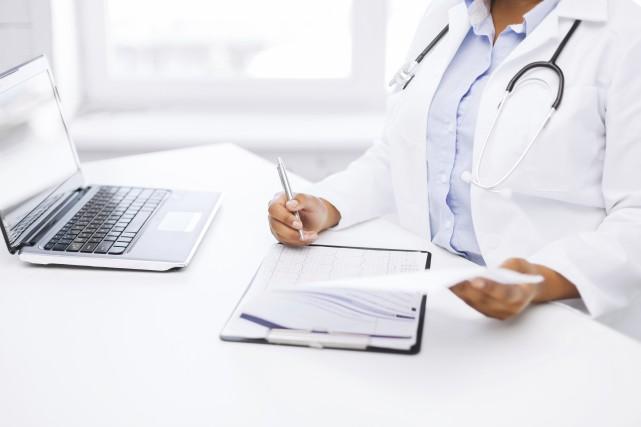 Le paiement des médecins s'est alourdi avec le... (Photo Thinkstock)