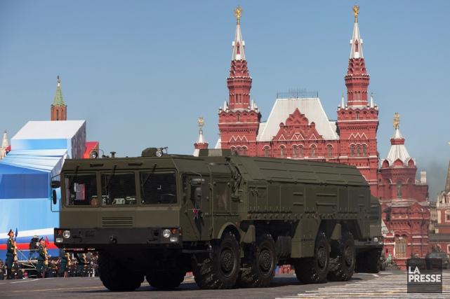 Des missiles Iskander russes sont montrés lors d'une... (Photo Alexander Zemlianichenko, archives AP)
