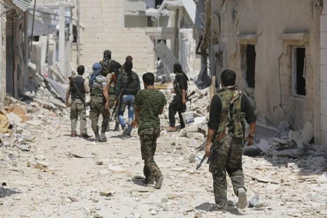 Des rebelles à Morek, dans la province de... (PHOTO Badi Khlif, ARCHIVES REUTERS/STRINGER)