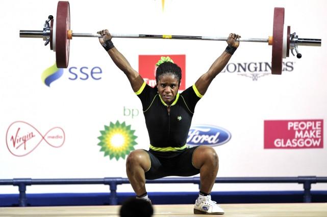 L'haltérophile nigériane de 16 ans Chika Amalaha a... (Photo Andy Buchanan, AFP)
