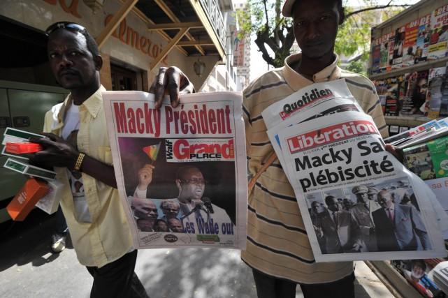 Un vendeur de journaux dans les rues de... (Photo: archives AFP)