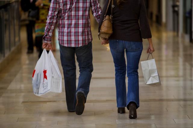 Les consommateurs américains sont plus confiants vis-à-vis de l'économie qu'ils... (Photo Sam Hodgson, Bloomberg)