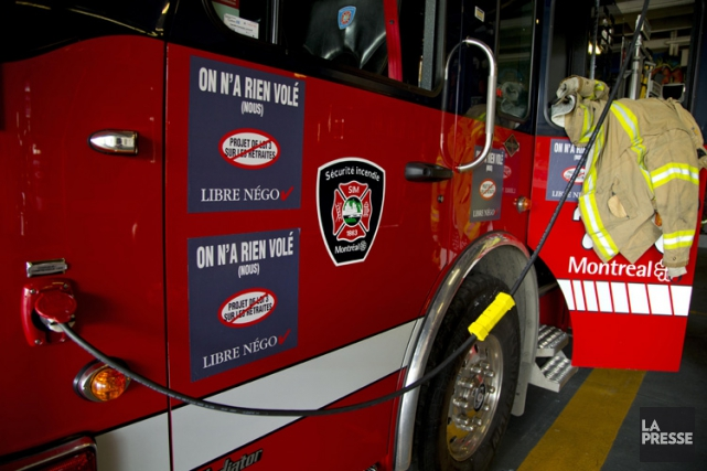 Geste hautement symbolique, les pompiers retireront de leurs... (PHOTO ALAIN ROBERGE, ARCHIVES LA PRESSE)