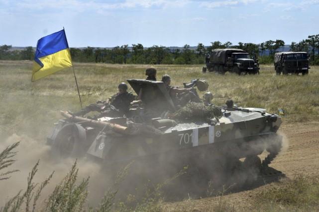 Des militaires ukrainiens dans la région de Donetsk.... (PHOTO GENYA SAVILOV, AFP)