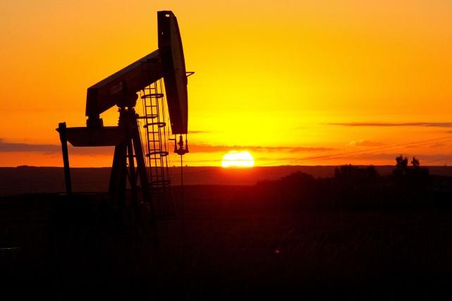 Les cours du pétrole cotés à New York ont fini en baisse mercredi, pénalisés... (Photo archives AFP)