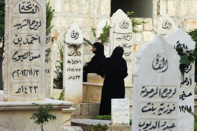Selon un nouveau code vestimentaire desdjihadistes sunnites de... (PHOTO NOUR KELZE, ARCHIVES REUTERS)