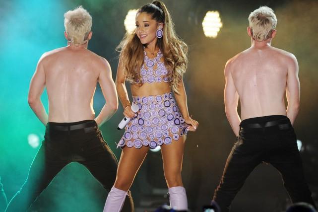 Ariana Grande en spectacle au iHeartRadio Ultimate Pool... (Photo: archives AP)