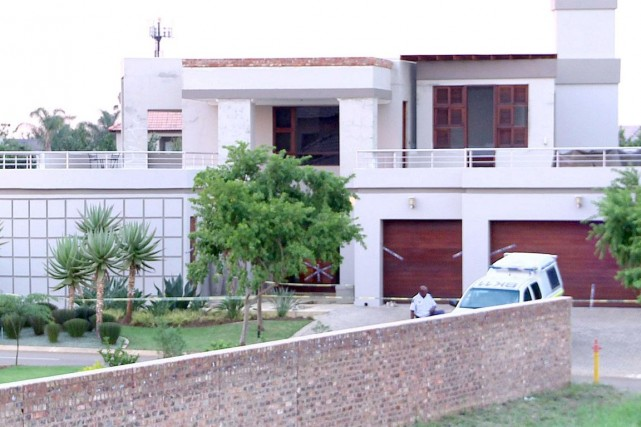 La maison d'Oscar Pistorius estsituée dans un lotissement... (PHOTO ARCHIVES AFP)