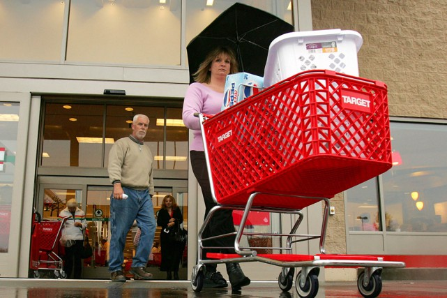 L'inflation sur un an aux États-Unis a ralenti légèrement en juin après trois... (PHOTO ARCHIVES BLOOMBERG)