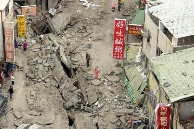 Ces explosions, dont le bilan encore provisoire devrait... (PHOTO  REUTERS / STRINGER)