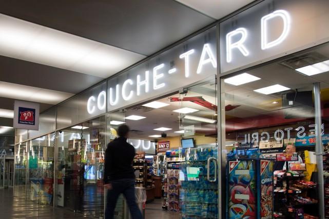 Le salaire de base des cinq plus hauts dirigeants d'Alimentation Couche-Tard(T.ATD.B)... (PHOTO ARCHIVES PC)
