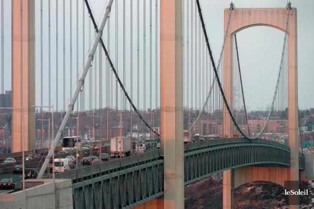 Le pont Pierre-Laporte... (Photothèque Le Soleil, Jean-Marie Villeneuve)