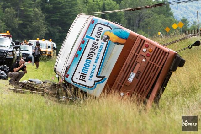 L'autocar dans lequel prenaient place 55 passagers s'est... (Photothèque La Presse)