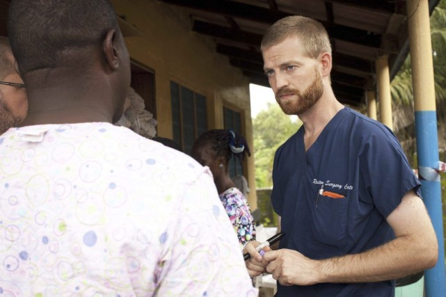 Le Dr Kent Brantly, 33 ans, a contracté... (PHOTO Joni Byker, Archives AFP)
