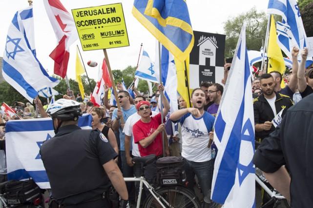 Des membres de la Ligue de défense juive... (Photo: PC)